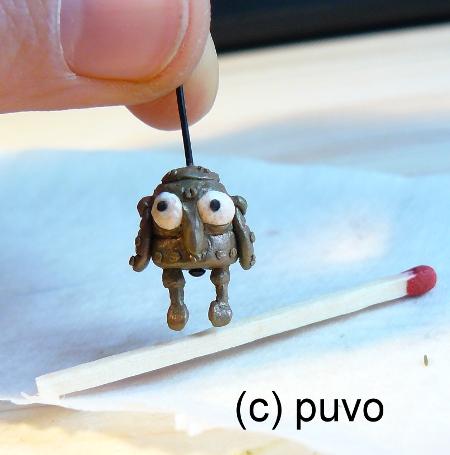 Eule aus machinarium als Miniatur-Fimo-Kettenanhänger von puvo productions