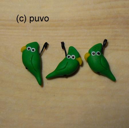 Papageien aus Fimo als Kettenanhänger / Ohrringe, design by puvo productions