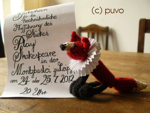 Häkelfuchs als Theatergutschein von puvo productions
